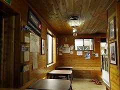 休憩室(土間) 山小屋のおやじ等の プロフィールが・・