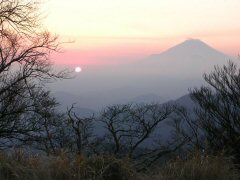丹沢山山頂より見る 富士山と夕日
